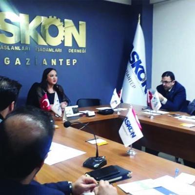 21 Ocak 2020 Saat: 18.30 da Askon Anadolu Aslanları İş Adamları Derneği Gaziantep Şubesi Üyelerine Yönetim Kurulu Başkanımız Nalan KURT'un katılımıyla Özel 'E-Ticaret ve E-İhracat' Eğitimi verildi.