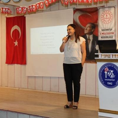 Kız öğrencilerimize girişimcilik hikayemiz ve dijitalleşmeyi anlattık